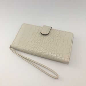 Faux Alligator Skin Phone Wallet in Ivory